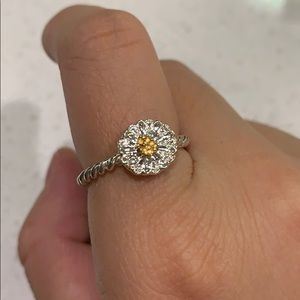 Simple daisy ring